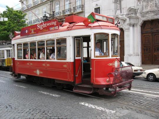 11.06.2009 - Historická električka v uliciach Lisabonu © František Halčák