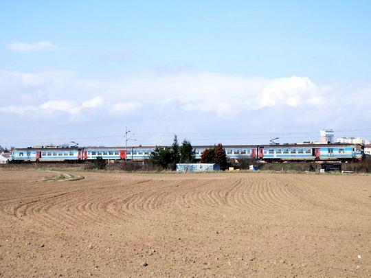 Dne 23.3.2008 projíždí Olomoucí jednotka řady 460 po trati 301 © Radek Hořínek