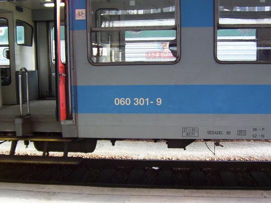 Vložený vůz 060.301-9 (ex 063.301-6 ex N 488.0301 ex N 488.0053) dne 25.9.2004 v Brně hl.n. © PhDr. Zbyněk Zlinský