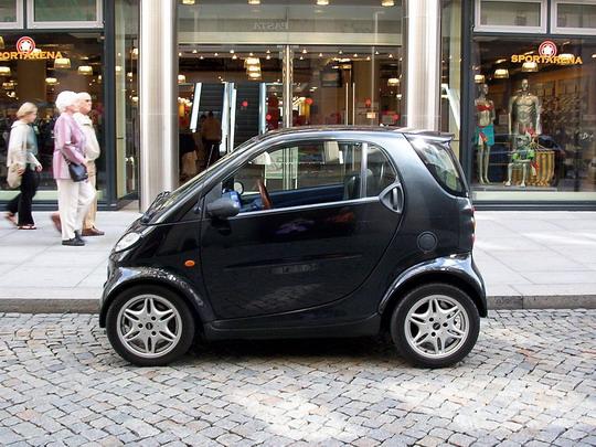 Hele se zalíbilo vozítko Smart na drážďanské ulici © Helena Bažantová