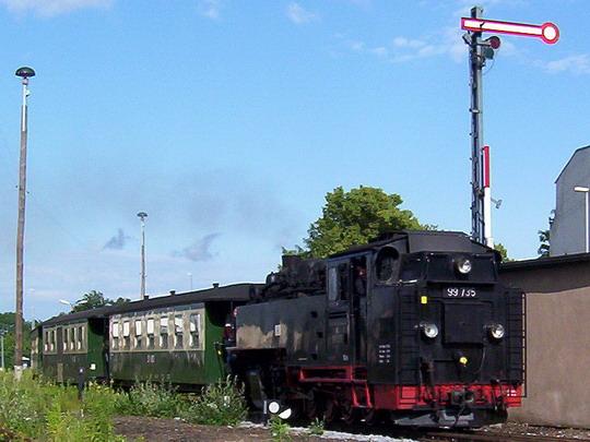 Vlak SOEG 215 z Kurortu Oybin s lokomotivou 99.735 vjíždí na žitavské nádraží © PhDr. Zbyněk Zlinský