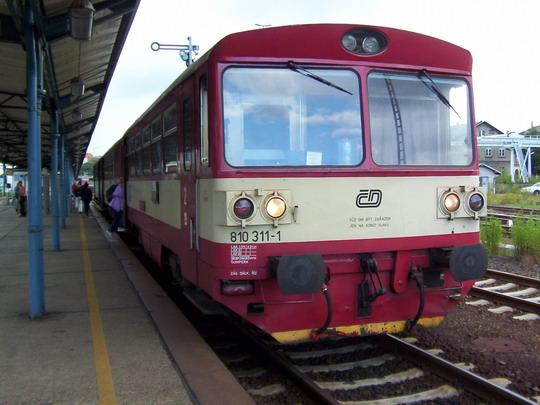 Motorový vůz 810.311-1 na Os 6269 Varnsdorf - Liberec u českého nástupiště v Žitavě © PhDr. Zbyněk Zlinský
