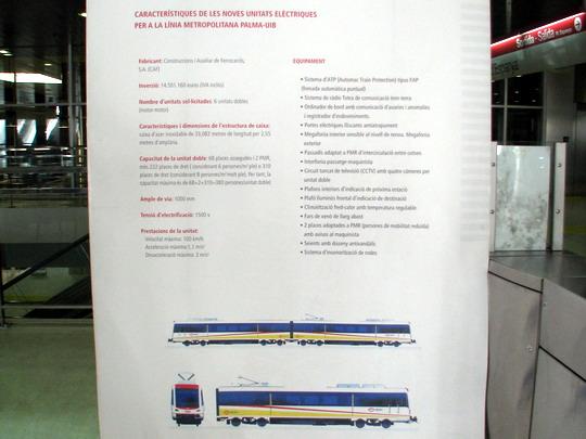 Prezentační panel metra z doby zahájení provozu v odbavovací hale Estació Intermodal © PhDr. Zbyněk Zlinský