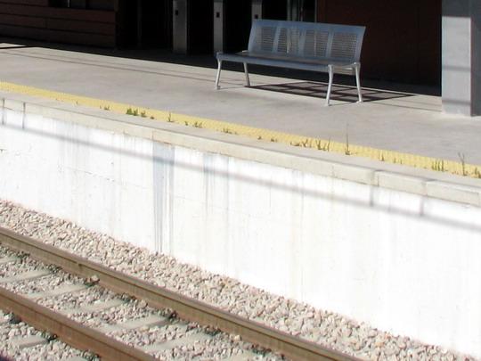 Přes metr vysoké nástupiště stanice Son Sardina © PhDr. Zbyněk Zlinský