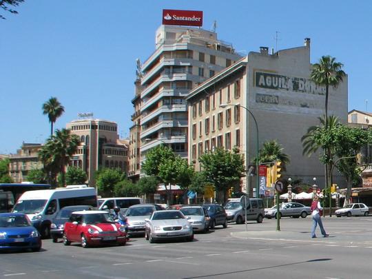 Autotlačenice na Plaça d'Espanya © PhDr. Zbyněk Zlinský