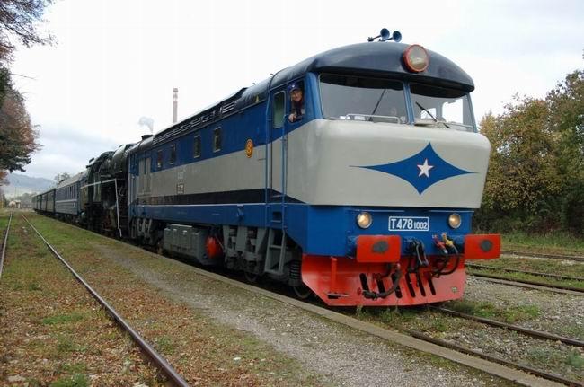 popis: Jeden z vlakov bude ťahaný prototypovou T 478.1002 z LD Veselí nad Moravou.