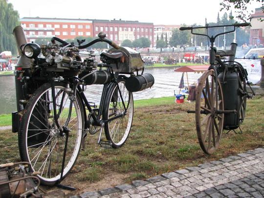 Parní moped by mohl být řešením ropné krize © PhDr. Zbyněk Zlinský