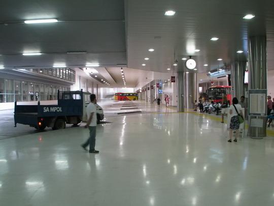 11.06.2009 - Palma, Estació Intermodal: autobusová stanoviště, vlevo oddělená část kolejová © PhDr. Zbyněk Zlinský