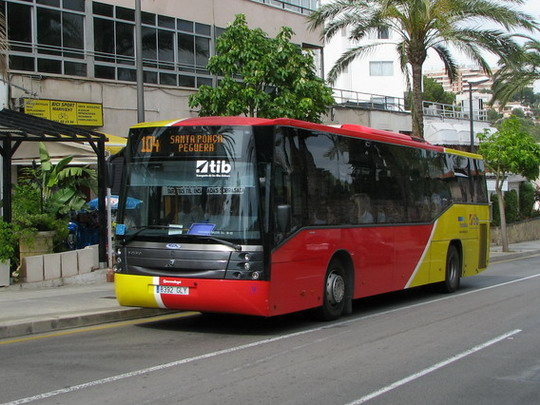 08.06.2009 - Palma: projíždějící autobus TIB na Avinguda de Joan Miró © PhDr. Zbyněk Zlinský