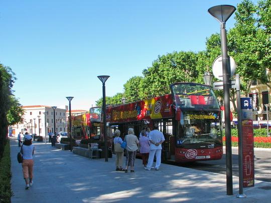 07.06.2009 - Palma: autobusy Palma Bus Tour na zastávce č. 1 na Avinguda Antoni Maura © PhDr. Zbyněk Zlinský