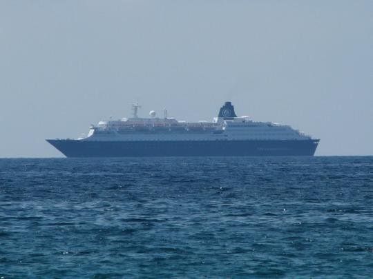 """04.06.2009 - Palma: turistický křižník """"Bleu de France"""" míří do přístavu © PhDr. Zbyněk Zlinský"""