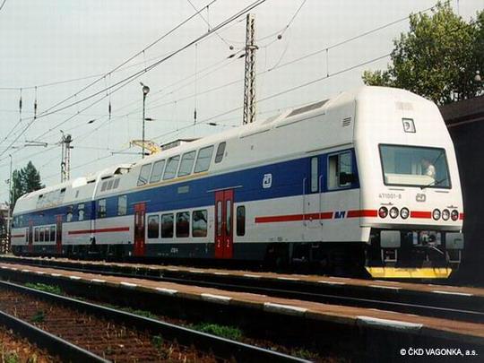 Prototyp dvouvozové jednotky 471.002-6 + 971.002-1 ve Studénce dne 21.5.1998 © ČKD Vagonka