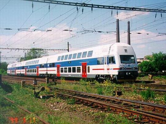 Třívozová prototypová jednotka při zkouškách ve Studénce dne 17.5.1999 © ŠKODA Vagonka
