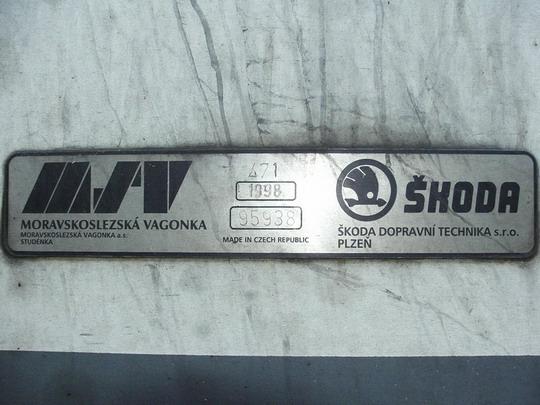 Výrobní štítek dvou výrobců na 471.002-6, 25.8.2007 - DPOV Přerov © PhDr. Zbyněk Zlinský