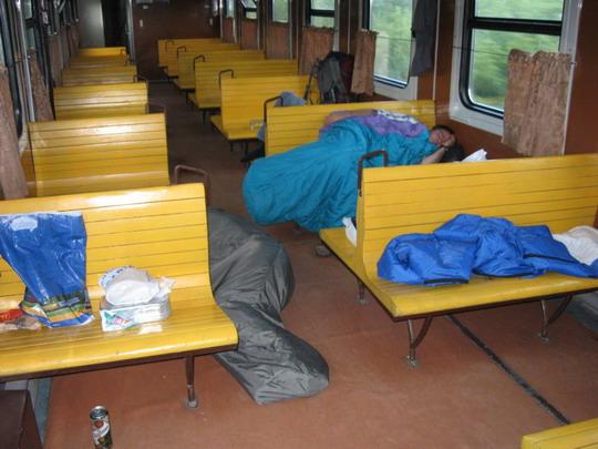 """21.07.2009 - Vlak N 6010 Kišiňov - Bessarabka, spanie v našom """"salónnom"""" vozni © František Halčák"""