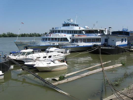 23.07.2009 - Prístav Tulcea, loď Banat © František Halčák