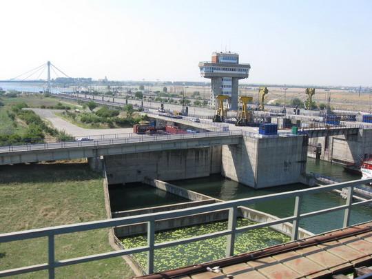 25.07.2009 - Dunajsko-čiernomorský kanál s plavebnými komorami pri meste Agigea © František Halčák