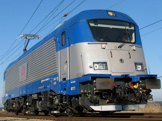 Kdypak se objeví na dálkových vlacích ČD nové lokomotivy? (VUZ Velim, 3.12.2008) © PhDr. Zbyněk Zlinský