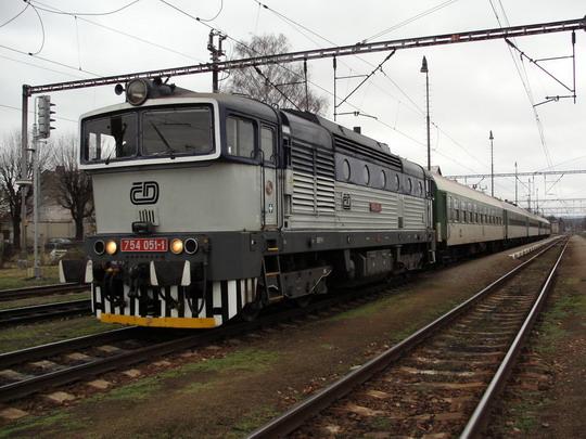 Z Letohradu do Prahy už rychlíky jezdit nebudou (Letohrad, 14.12.2008) © PhDr. Zbyněk Zlinský