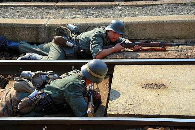 Brániaci sa nemeckí vojaci.