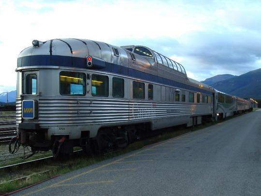 18.9.2009 - Jasper, AB. Turistický vlak s kupolovým vozňom © Michal Stríž
