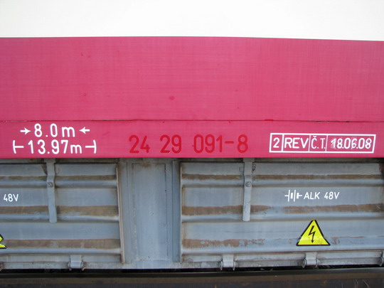 Stopy původního označení obdobného typu na voze 010.501-5 (05.09.2009 - Česká Třebová) © PhDr. Zbyněk Zlinský
