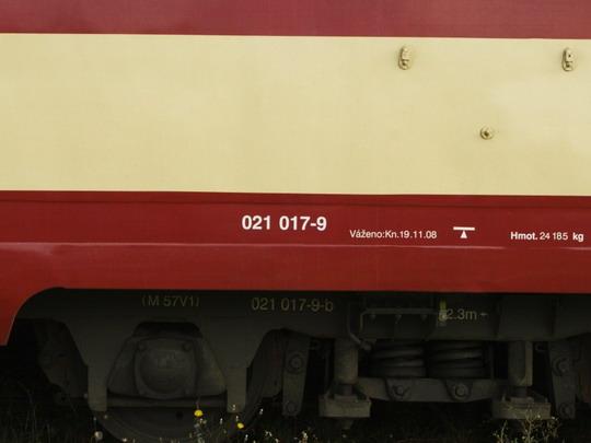 Pietně uchované předchozí označení rakovnického vozu 50 54 28-29-056-1 Btx, (28.08.2009 - Praha Masarykovo n.) © Jiří Řechka