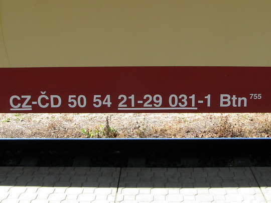 Kdysi jednoduché, dnes složité označení vozu 053.079-0 (19.08.2009 - Hradec Králové hl.n.) © PhDr. Zbyněk Zlinský