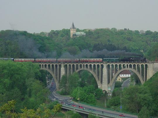 475.111 s vozy Bam na Zvl Sp 39306 dne 1.5.2009 v Krnsku © Václav Vyskočil