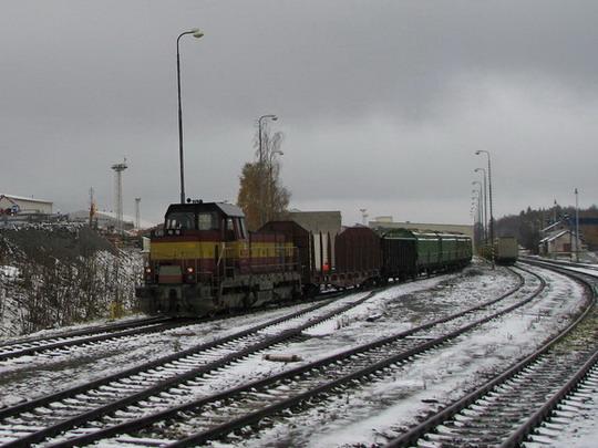 731.021-2 posunuje na ždírecké vlečce Stora Enso Timber (foto z Os 5304) © PhDr. Zbyněk Zlinský