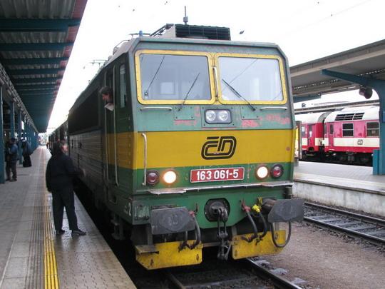 163.061-5 dovezla do cíle Os 5656 Pardubice hl.n. - Hradec Králové hl.n. © PhDr. Zbyněk Zlinský
