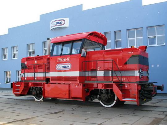 Náznak budoucnosti CZ LOKO Jihlava - nový stroj před novou budovou (23.7.2008) © PhDr. Zbyněk Zlinský
