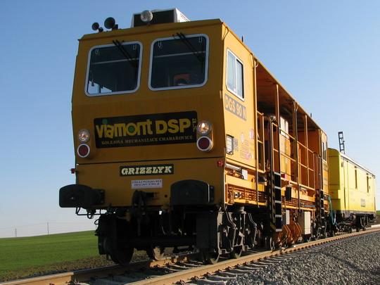 Dynamický stabilizátor DGS 90 N na trati do Milovic © PhDr. Zbyněk Zlinský
