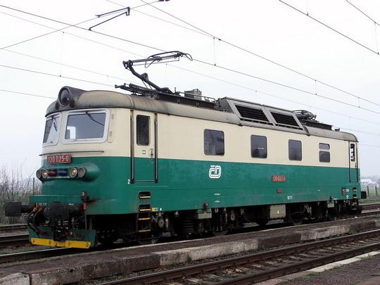 Odstavená 130.025-0 od odkloněného R 854 Hradec Králové - Plzeň (23.4.2006 - Opatovice n.L.) © PhDr. Zbyněk Zlinský
