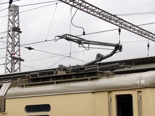 Sběrač lokomotivy 130.028-4 (31.5.2005 - Hradec Králové hl.n.) © PhDr. Zbyněk Zlinský
