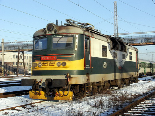 Lokomotiva 130.033-4 ve šturcu (10.1.2006 - Hradec Králové hl.n.) © PhDr. Zbyněk Zlinský