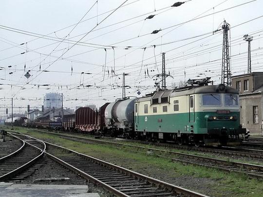 130.013-6 s nákladním vlakem (7.4.2007 - PJ Olomouc) © PhDr. Zbyněk Zlinský