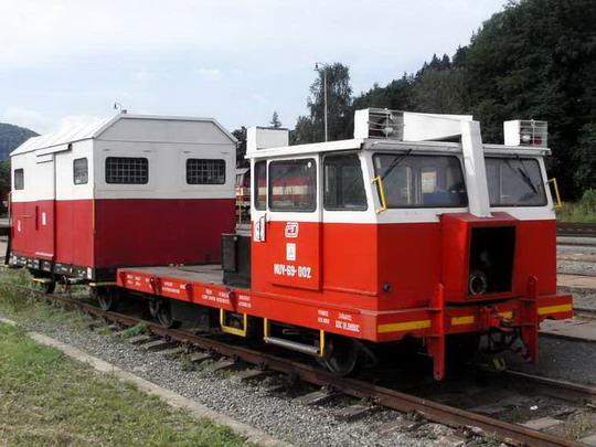 MUV 69.002 s vozíkem PV 460 v Hanušovicích dne 28.7.2007 © PhDr. Zbyněk Zlinský