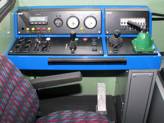 Čelní ovládací pult a pedál akcelerátoru MUV 71.1.006 © PhDr. Zbyněk Zlinský