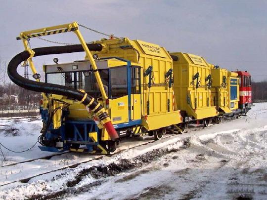 Železniční vakuový nakladač FATRAVAC 250 RD s MUV 71.003  Sokolovské uhelné a.s., zdroj: prospekt Compel Rail, a.s.