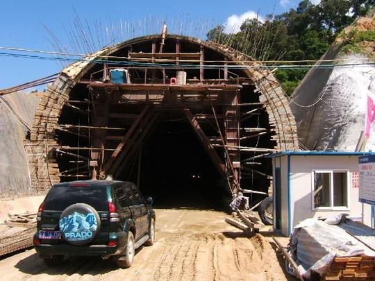 Portál tunela vo výstavbe © F. Smatana