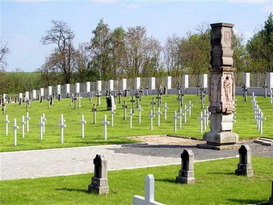 Vojenský hřbitov v Milovicích © www.mesto-milovice.cz