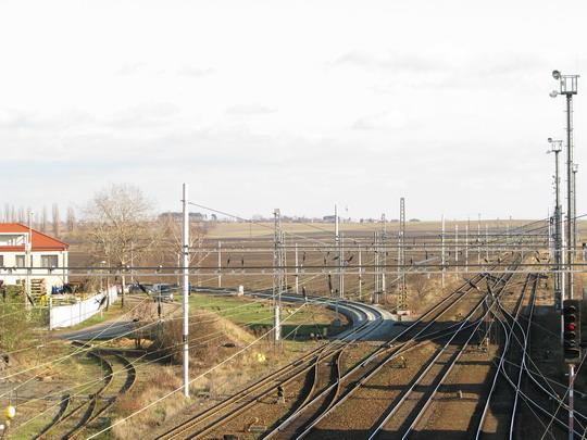 Začátek elektrizované trati do Milovic v žst. Lysá nad Labem (18.11.2009) © PhDr. Zbyněk Zlinský