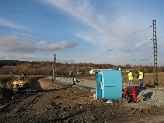 Práce na trati u Milovic (18.11.2009) © PhDr. Zbyněk Zlinský