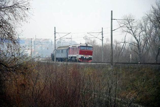 Požiarny vlak za Svätým Jurom. 6. 12. 2009 © Ivan Wlachovský