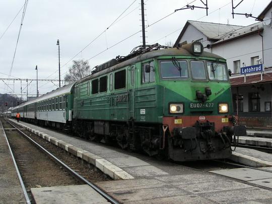 """""""Rumcajs"""" EU07-477 na R 251 Praha hl.n. - Wrocław Główny v Letohradě dne 14.12.2008 © PhDr. Zbyněk Zlinský"""
