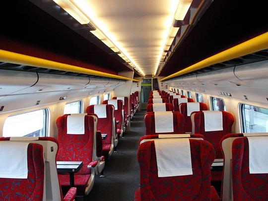 Interiér 1. třídy ve voze 081.002-8 (23.11.05 - Choceň) © PhDr. Zbyněk Zlinský