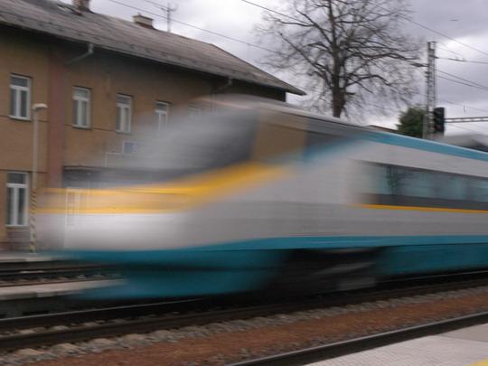 Jednotka 680.001 při testech na trati Podivín - Hrušovany u Brna v rychlosti 237 km/h (18.11.2004 - Šakvice) © Milan Vojtek