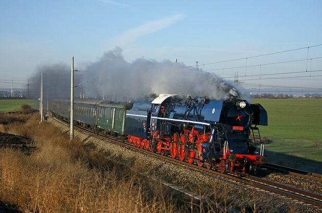 498.104 s mimoriadnym vlakom 30041 Brestovany. 29. 12. 2009 © Juraj Stréber