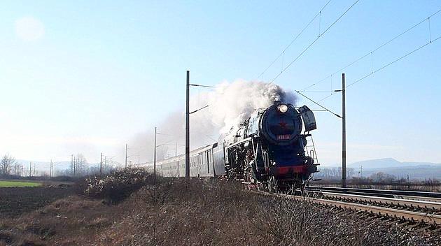 498.104 s mimoriadnym vlakom 30041 medzi Trenčianskou Teplou a Dubnicou nad Váhom. Trenčín. 29. 12. 2009 © Branislav Kňažek